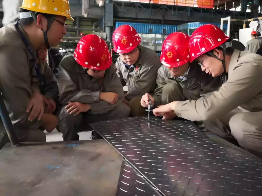 2mm以下花纹钢板试轧成功,是每个人共同的努力