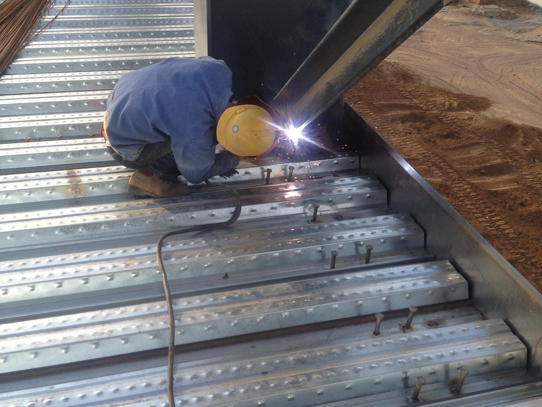 焊接花纹Q235B钢板出现裂纹怎么办