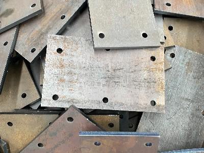 期货冲高动力减弱 新乡钢板批发市场