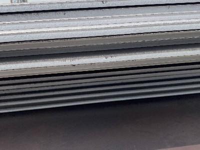 """暴跌的铁矿石会拖开平钢板市场价格的""""后腿""""吗"""