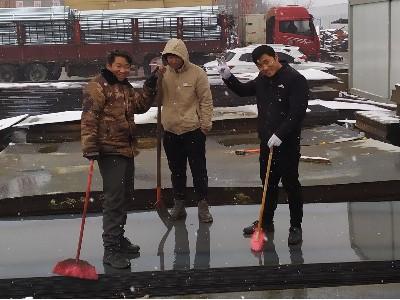 瑞雪兆丰年 郑州钢材市场白雪茫茫