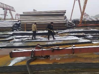 郑州钢材市场白雪皑皑 年味正当浓