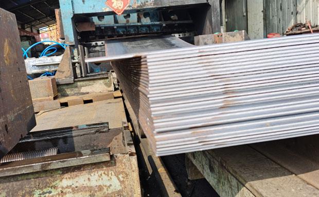 铺路钢板一块多重 点赞钢铁 过磅价厂家直供